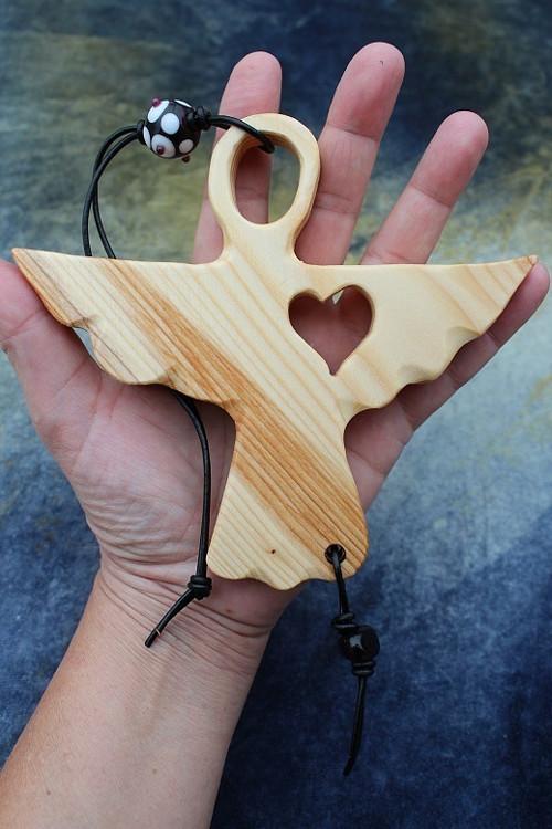 NA OCHRANU I PRO ŠTĚSTÍ :) dřevěný anděl 17.