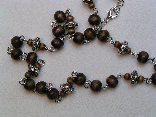 Dřevěný náhrdelník.
