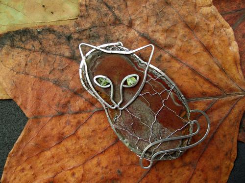 Kočka achátová - brož