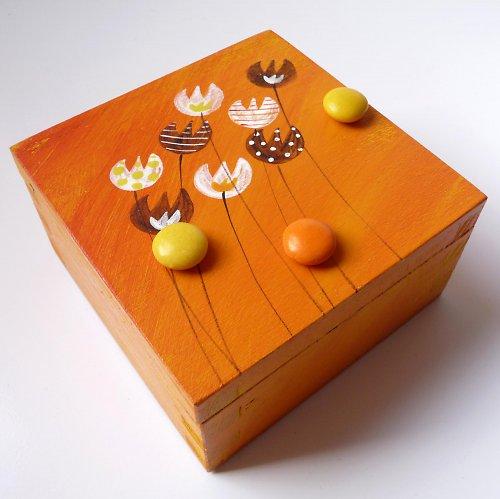 samice od kraba - oranžová s kytkami