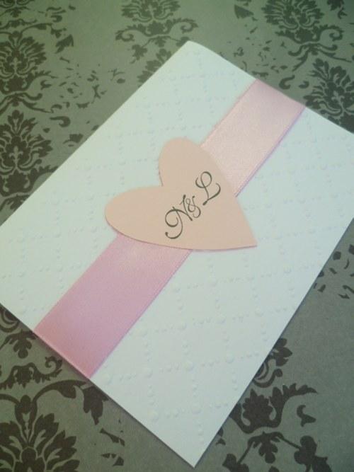 bílorůžové svatební oznámení se vzorem