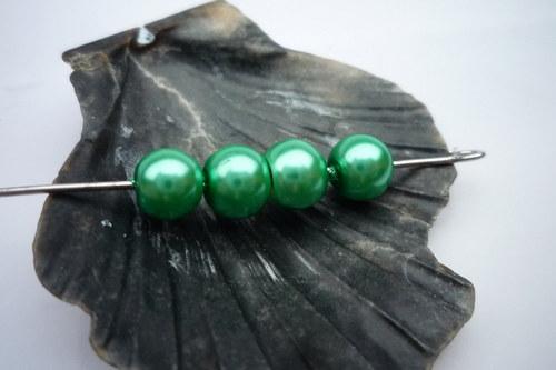 30 ks  perličky 6 mm  č.11 zelená pastelová