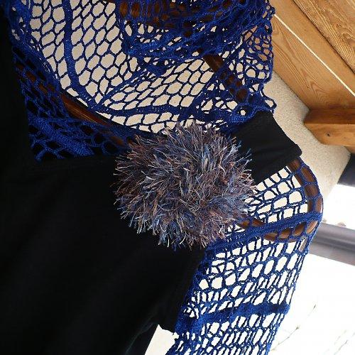 Háčkovaný top L černo-modrý