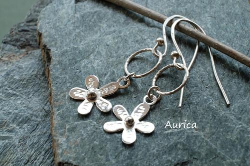 Stříbrné naušnice s kytičkami