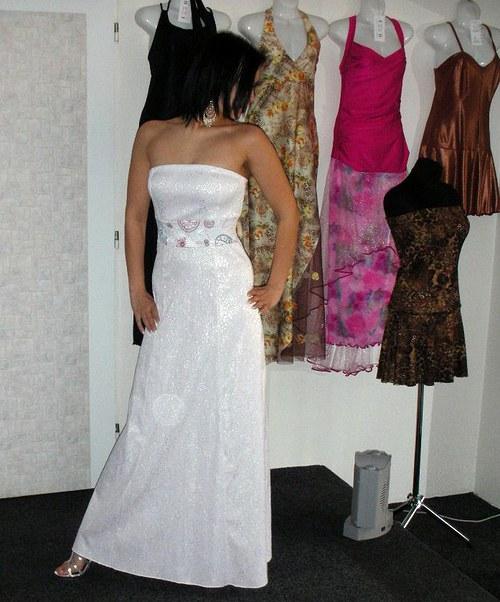Bílé svatební s barevnou krajkou