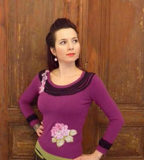 Fialový romantický svetřík
