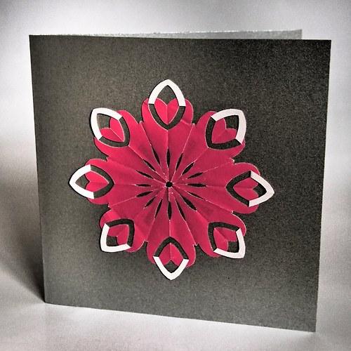 Krigami z dvoubarevného papíru