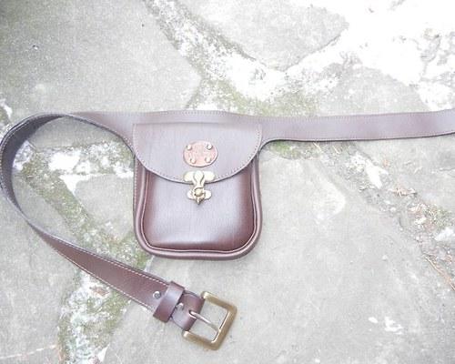 Kožená kapsa s opaskem