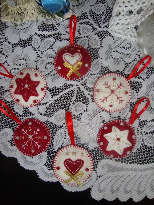 Vánoční ozdoby -červenobílé