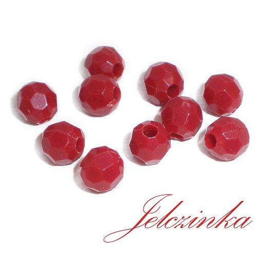Červené plastové korálky