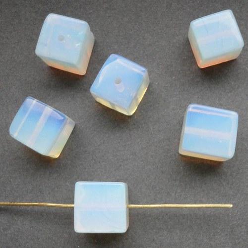 Minerál měsíčkní kámen neboli opalit - kostka