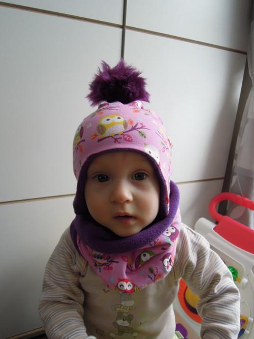 Dětský zimní nákrčník s bambulatou čapkou sovičky
