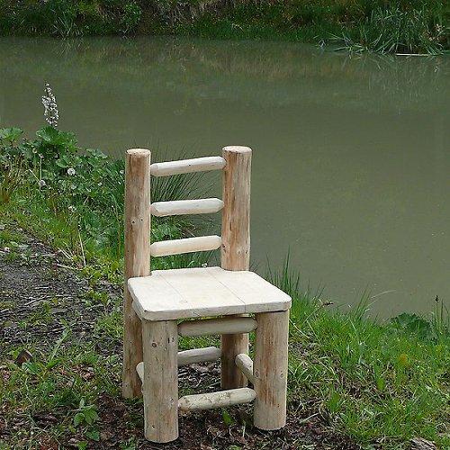 Čepovaná masivní židle z kulatiny