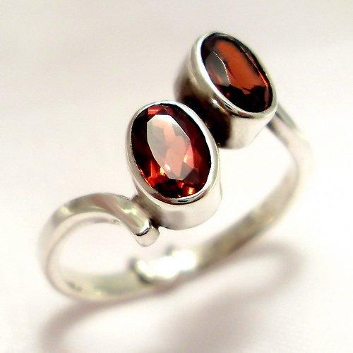 Prsten «Pusinka» - stříbro 925, přírodní granát
