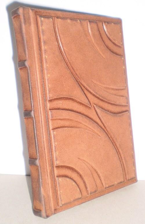 Kožený zápisník 21,5*15cm..  Obsahuje 96 listů.