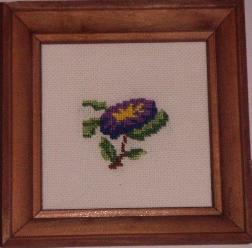 Vyšívaný obrázek - fialový květ