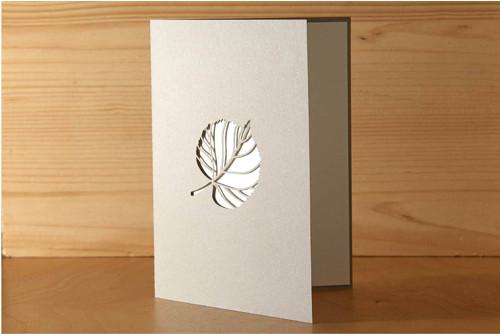 Přání s listem lípy - pastelově šedá