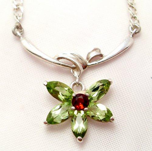 Náhrdelník «Jaro» - přírodní olivín, stříbro 925