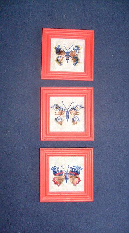 3 VYŠÍVANÉ motýlkové obrázky + 1 grátis..!!