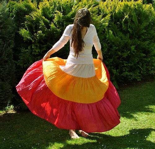 Mohla by být od Popelky...bohatá hedvábná sukně