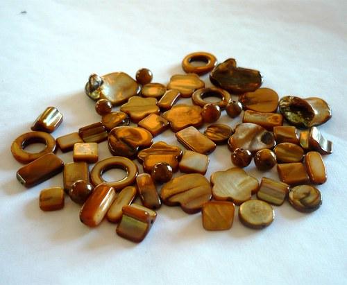 Směs korálků z perleti - hnědá, 40g