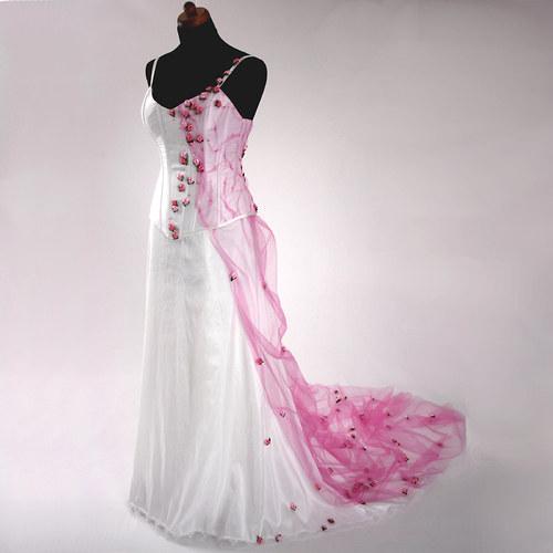 Svatební šaty s růžičkami