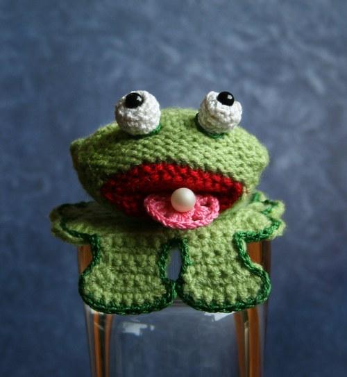 Žába Ama, lovkyně perel na lopuchu  :)