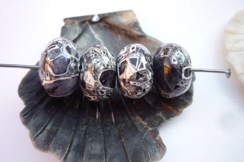 korálky MARBLE 8x13 mm 4 ks černé