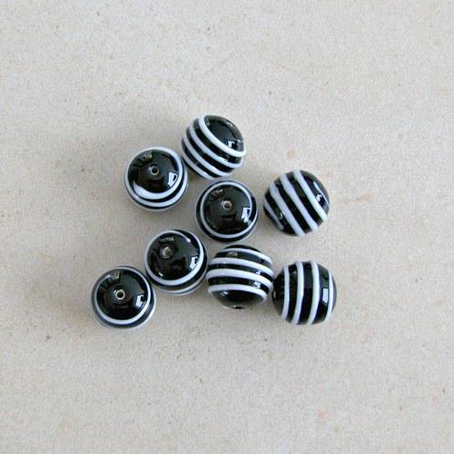 Vinuté perle s plastickým proužkem