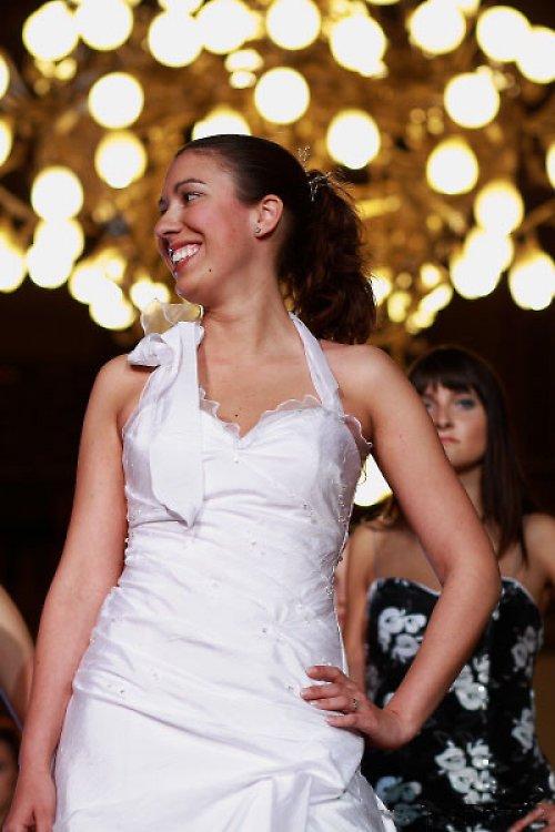 Svatební šaty s aranžovanými sklady