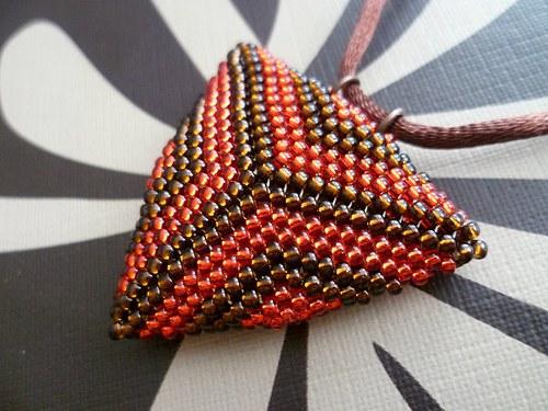 trojúhelník hnědo-červený