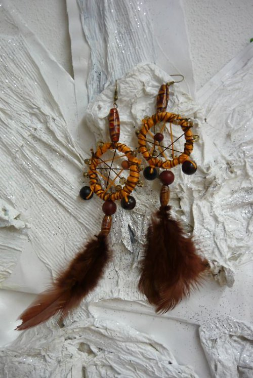 náušnice ve stylu indiánských lapačů hnědooranžové