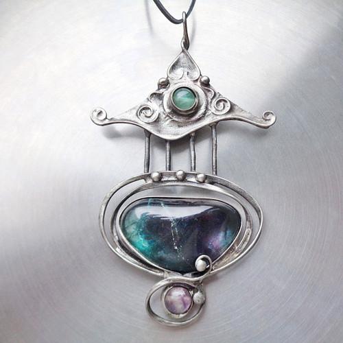 Kam chodí duha spát - náhrdelník z fluoritu