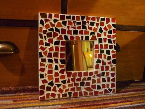 Mozaikové zrcadlo červeno-oranžové