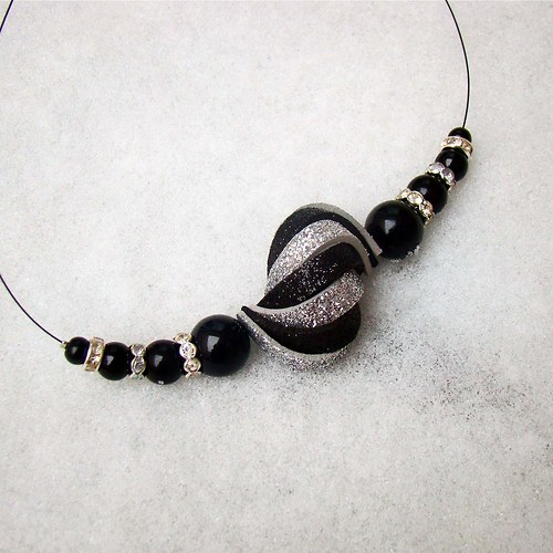náhrdelník ulita třpytivá černostříbrná