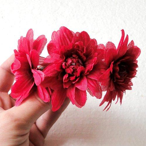 Květinová spona červená chryzantéma - SLEVA!!!