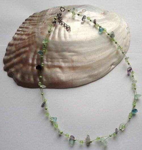 Elegantní náhrdelník z minerálu fluorit