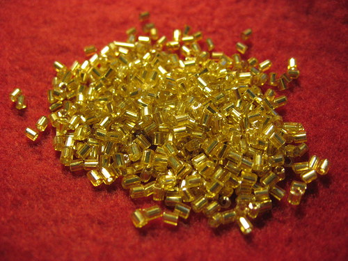 Rokajl zlatý s pruvlakem 2mm 11/0 (cena 10gr)