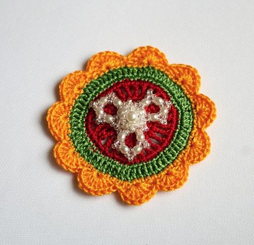 Květ s korálkovou broží, sluníčková 2.,