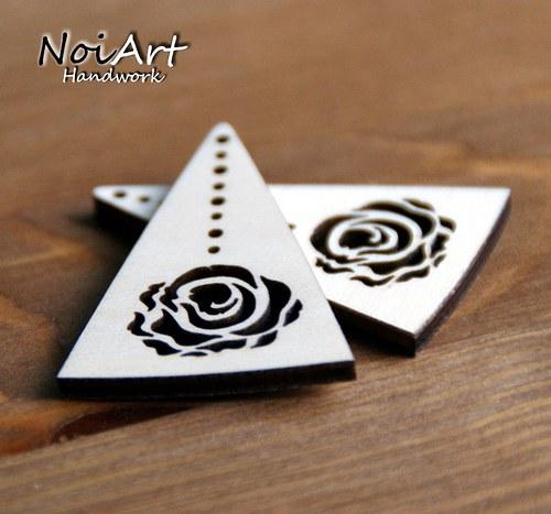 Základ na náušnice trojuholník s ružou