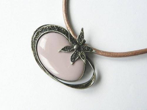 Růžový s kytkou