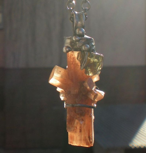 Aragonitový amulet - kříž /vltavín,aragonit/