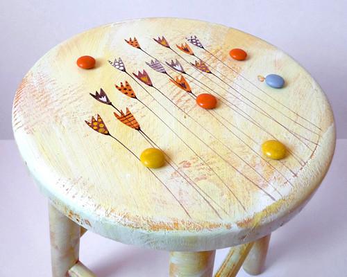 dřevěná stolička  - žlutá s tulipány
