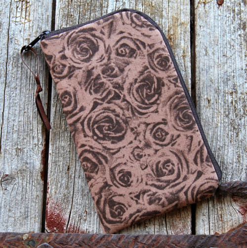obal na mobil se zipem základní- hnědé růže