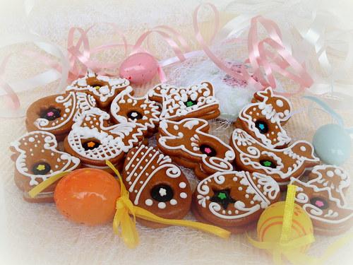 plněné velikonoční perníčky s výkrojem a kytičkou