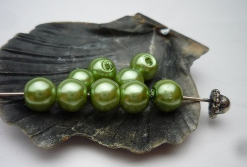 30 ks  perličky 6 mm č.10 zelená světlá