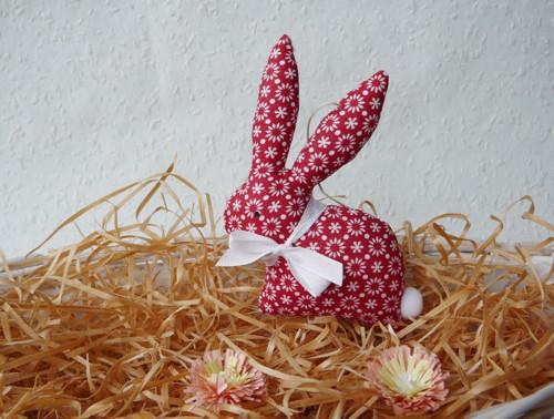 Zajíček - červený s kytičkami