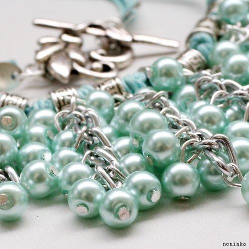 Světlý bohatý náhrdelník a náušnice