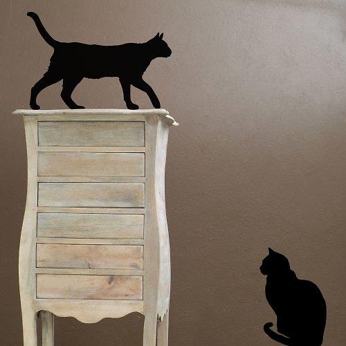 Kočky na skříňce