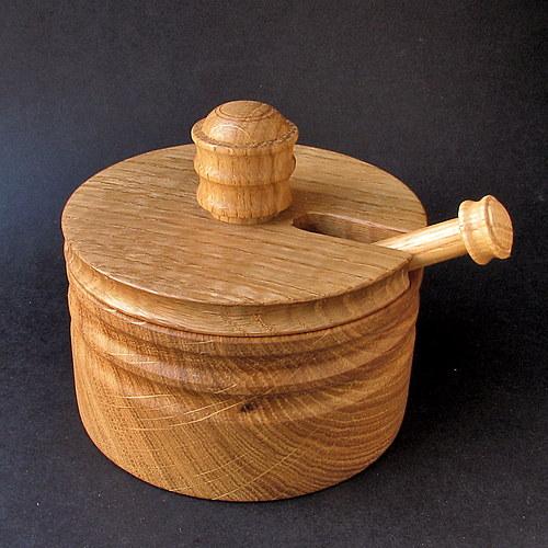 CHALUPNICKÁ iii dřevěná slánka s víčkem